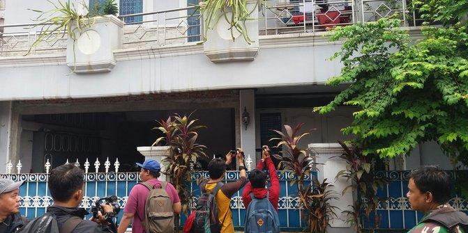 Keadaan Rumah Ketua KPK Setelah Teror Molotov