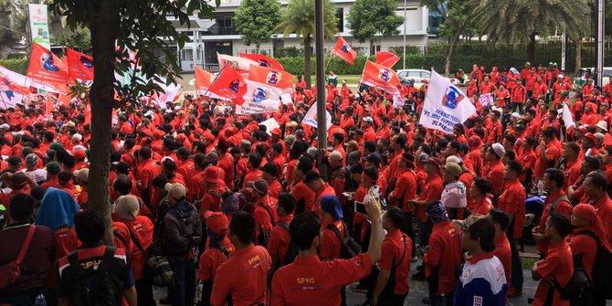 Ribuan Pekerja Hero Supermarket Unjuk Rasa Menolak PHK Sepihak