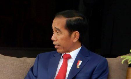 Jokowi Menunjukkan Pertumbuhan Ekonomi Indonesia di Hadapan Pedagang Pasar