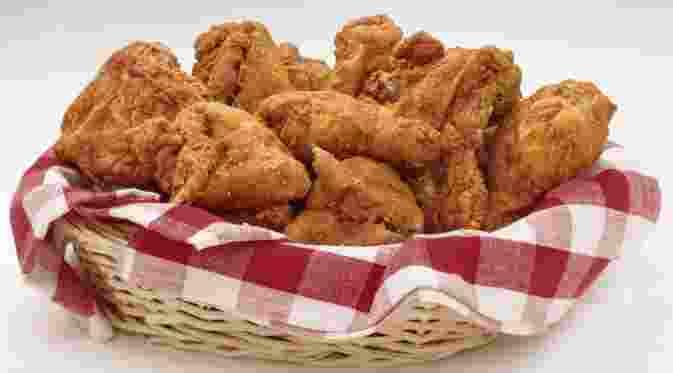 Ayam goreng memang nikmat. Tapi ayam goreng tidak cocok dikonsumsi oleh mereka yang sedang diet.