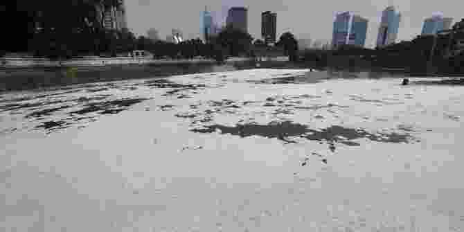 Pemkot Bekasi Menyegel Pabrik Plastik Yang Cemari Sungai