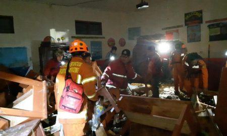 Banjir Bandang Menerjang Bangunan SD di Bandung